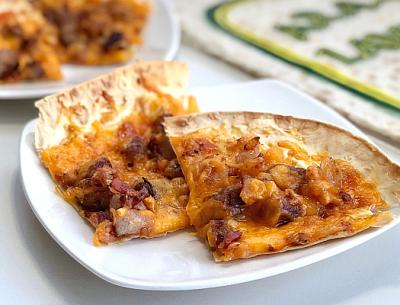 bacon-brat-apricot-pizza-recipe-breadmasters-araz-lavash-arazlavash-flatbread-min2